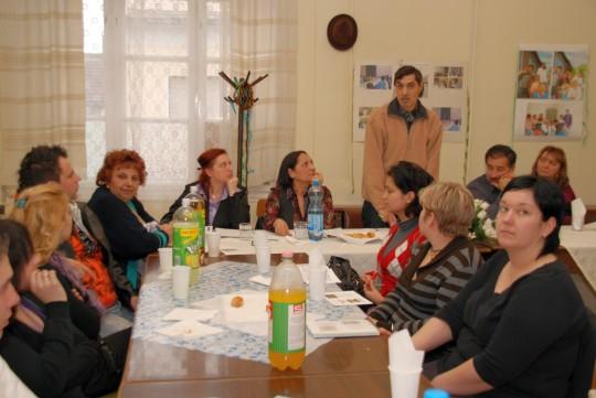 A zomabi roma küldöttség a helyi szervezetekkel ismerkedett (Fotó: Kecskeméti Krisztina)