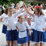 Nyitva van az aranykapu...táncoltak a gyerekek (klikk a képre) Fotók: Kecskeméti Krisztina