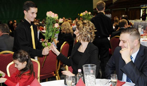 A József bálon 260 vendég kapcsolódott ki, a hölgyeknek virág járt Fotók: Kecskeméti Krisztina