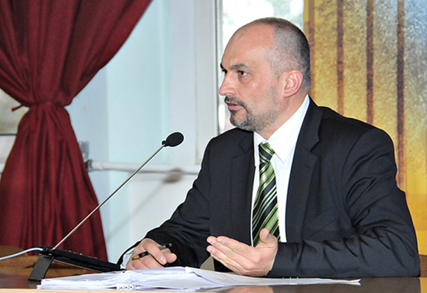 Miszlai József közgazdasági irodavezető válaszolta meg a képviselői kérdéseket