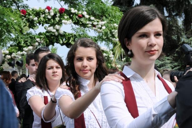 Virágdíszek alatt ballagtak a Táncsics diákjai (klikk a képre) Fotók: Kecskeméti Krisztina