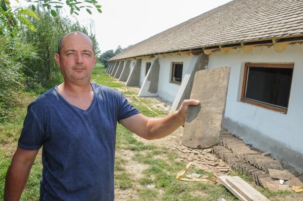 Muszka Kálmán megköszöni az önkéntesek segítségét (Fotó: Rajki Judit)