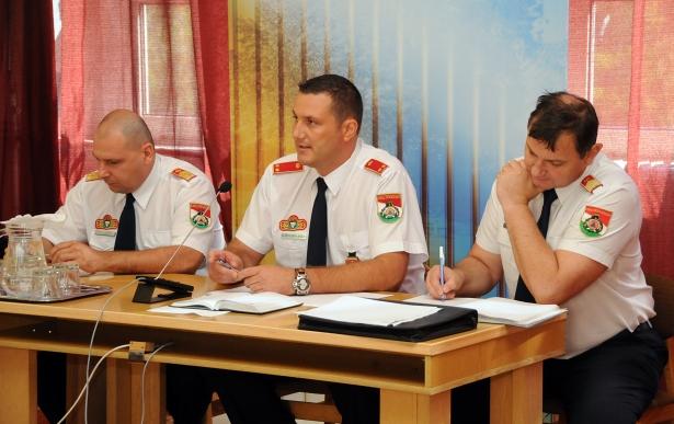 Tűzoltók beszámolója - Süli Zsolt, Szűrszabó László és Matuska Zoltán (klikk a képre) Fotó: Melega Krisztián
