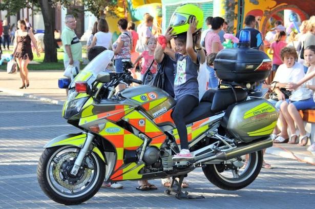 A mentőmotor népszerű volt a gyerekek körében is (klikk a képre) Fotó: Rajki Judit