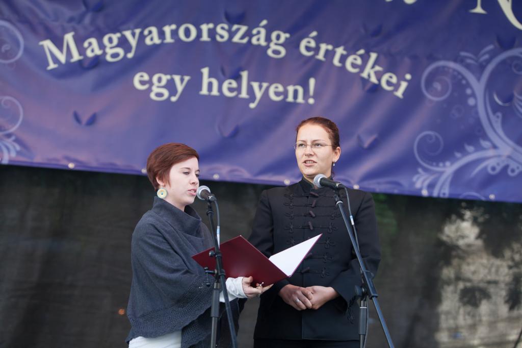 Kopasz Zsófia és Jankov Gyöngyvér énekkel képviselték megyénket (Fotó: Zentai Péter/Békés Megyei Önkormányzat 2015 09 12)