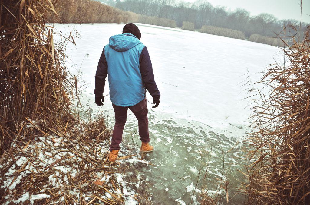 Nem biztonságos, ezért tilos korcsolyázni a tavon! (Fotó: Rajki Judit)