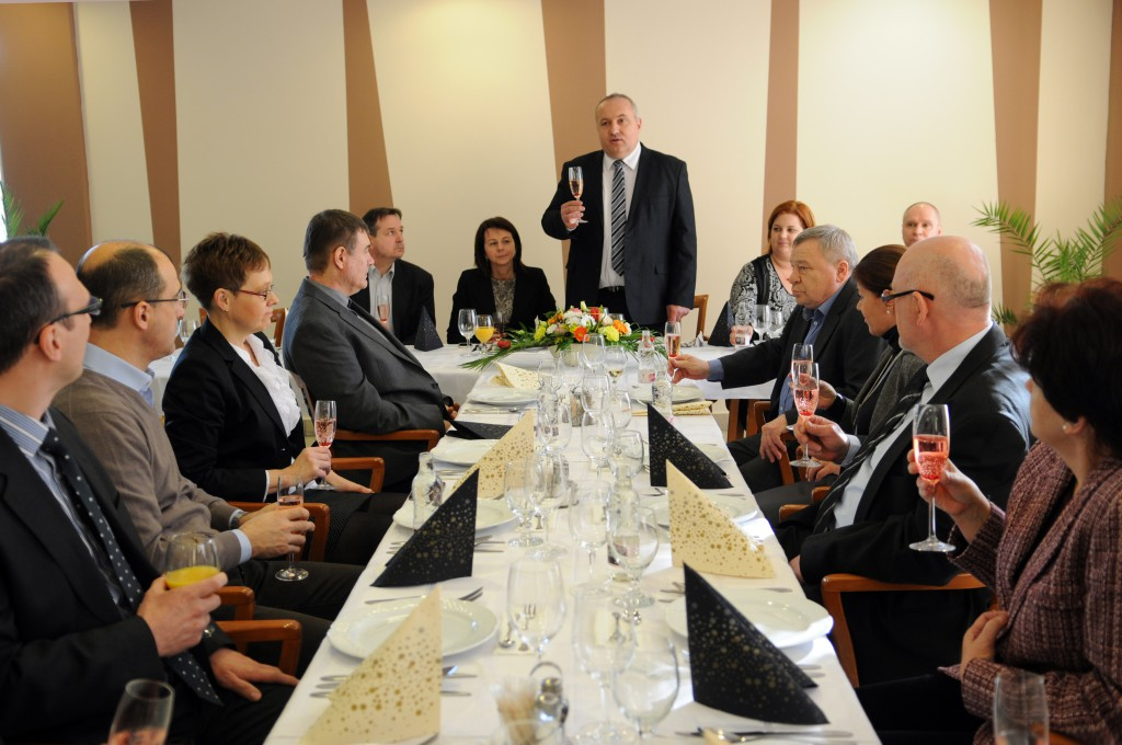 Dávid Zoltán polgármester pohárköszöntőjében sikeres esztendőt kívánt a cégvezetőknek (Fotó: Kecskeméti Krisztina)