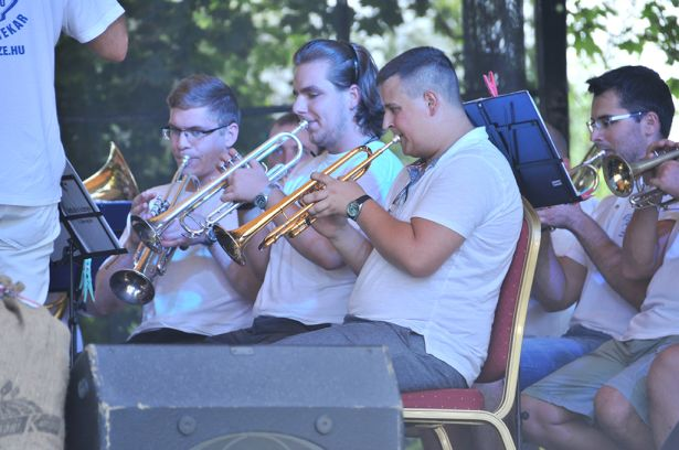 A fúvósok indították a zenés bulit (Fotó: Domján Róbert)