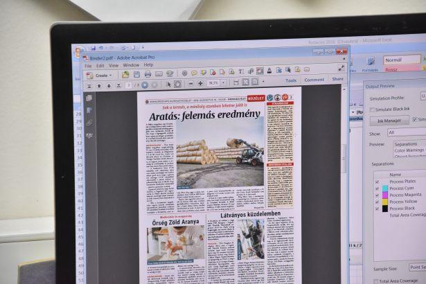 Az aktuális lapszám még a számítógép képernyőjén (klikk a képre) Fotó: Kiss Zoltán
