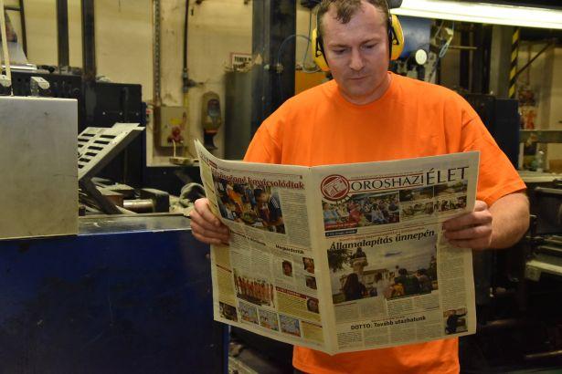Minden azért történik, hogy jó legyen kézbe venni az újságot (Fotó: Kiss Zoltán)