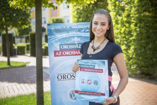 A szépségkirálynő-jelölt Horváth Dorina húzta ki az OÉ20 játék nyerteseit (Fotó: Rosta Tibor)