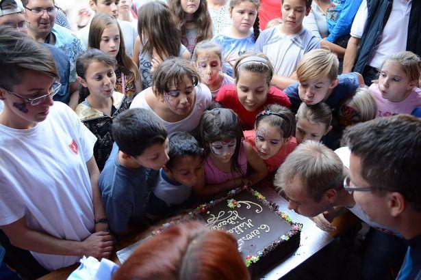 A torta legalább olyan népszerűnek bizonyult, mint a programok (Fotó: Forgó Imre)