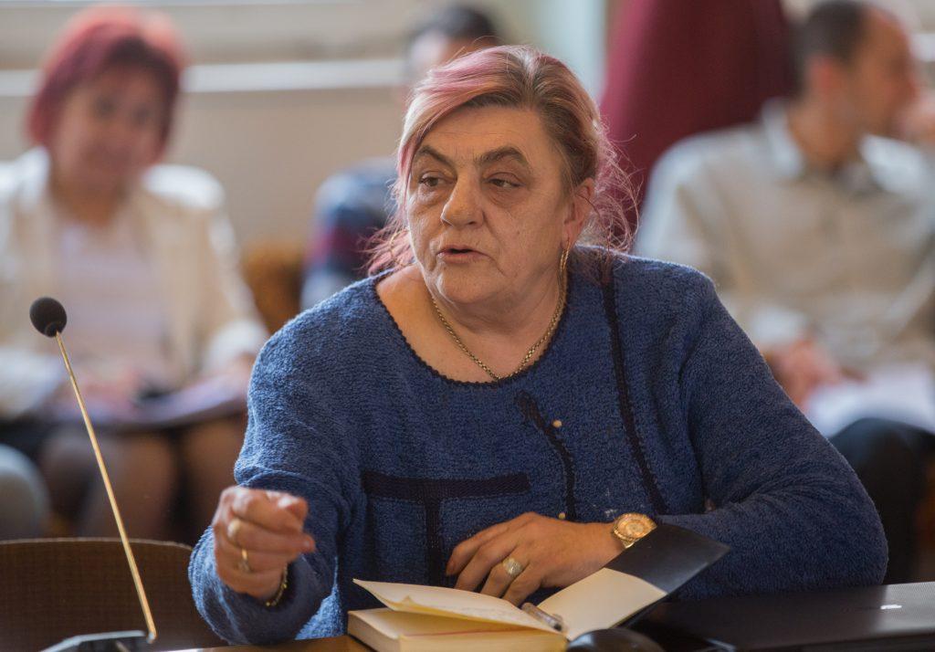 Bánfalvi Linda a rákóczitelepi járdák és a közvilágítás miatt szólalt fel (Fotó: Rosta Tibor)