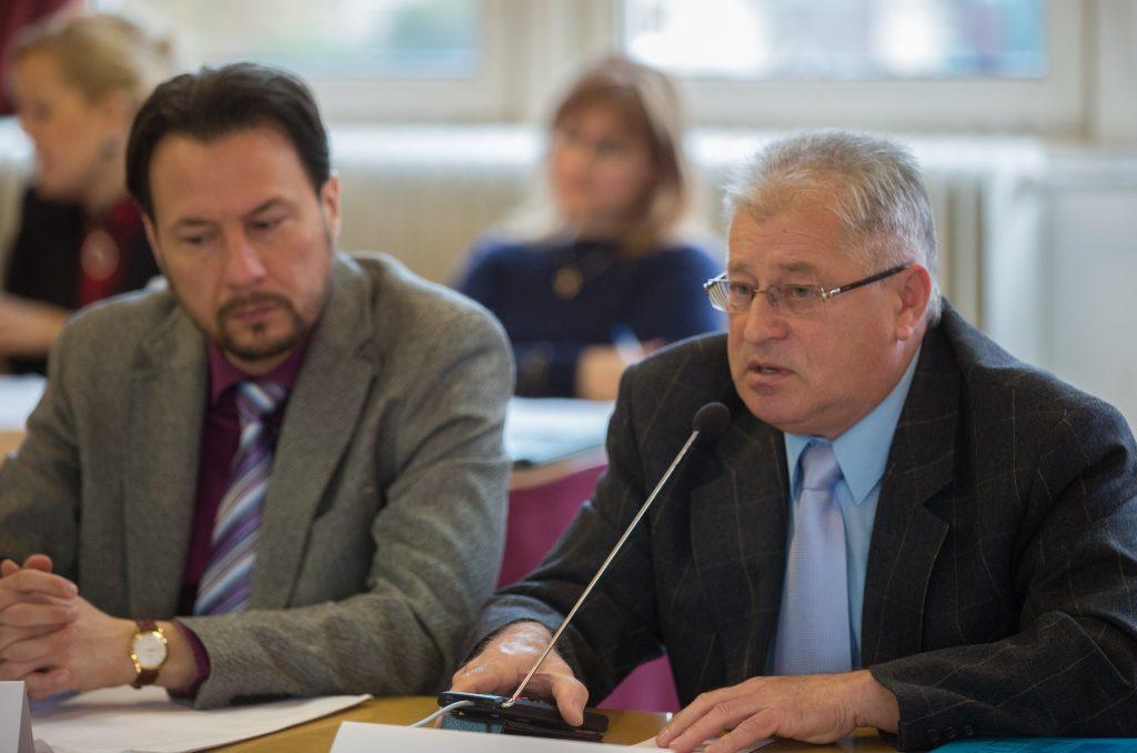 Burka László a víziközmű társulat elnökeként válaszolt a felmerülő kérdésekre (Fotó: Rosta Tibor)