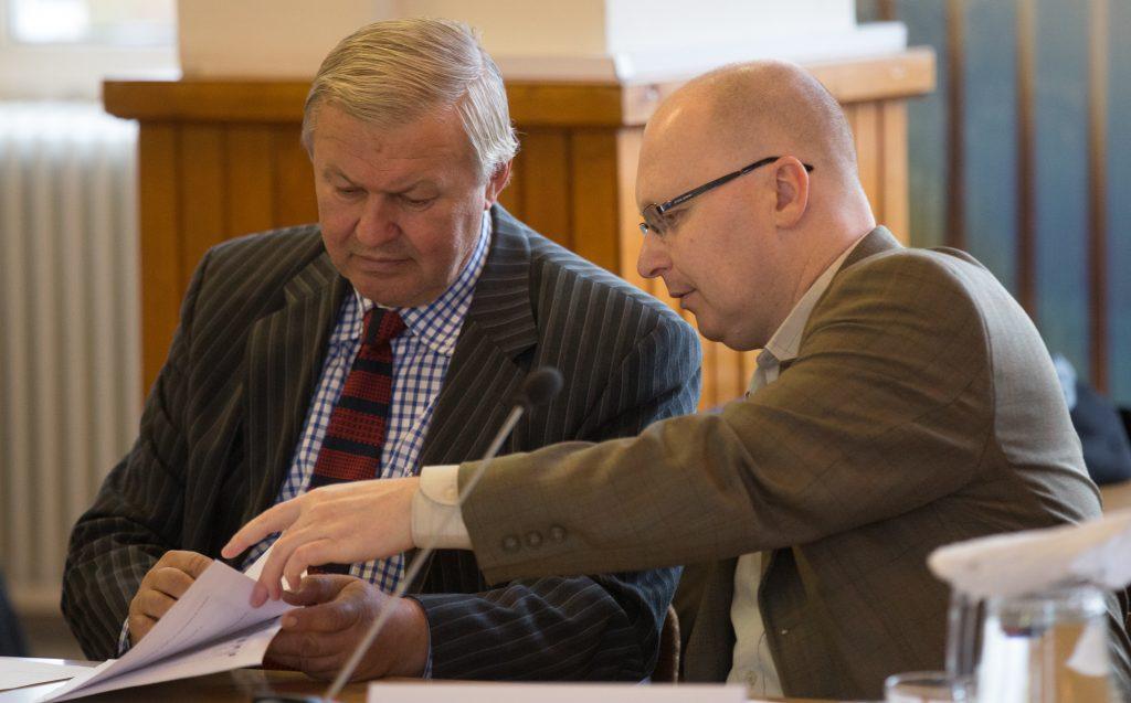 Fetser János és Füvesi Sándor MSZP-s képviselők (Fotó: Rosta Tibor)