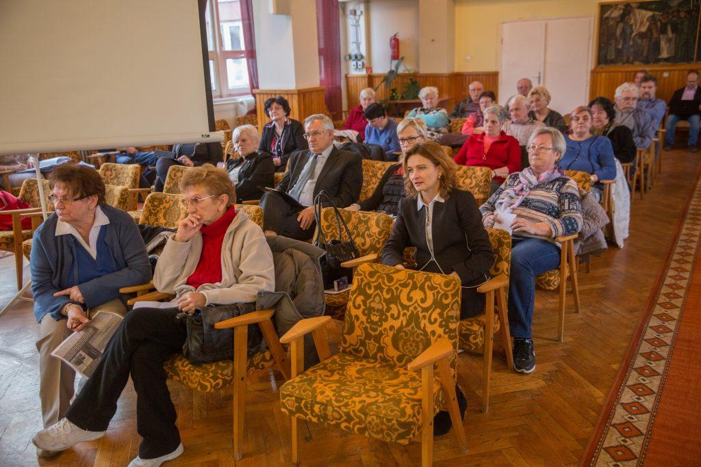Érintettek, érdeklődők és hozzászólók a közmeghallgatáson  (Fotó: Rosta Tibor)
