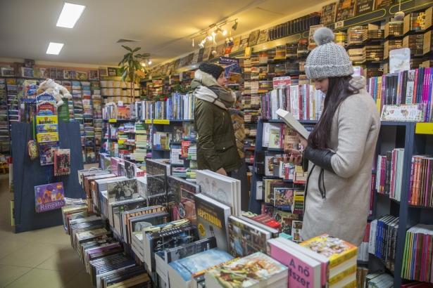 Hatalmas választék várja az olvasni szeretőket (Fotó: Rosta Tibor)