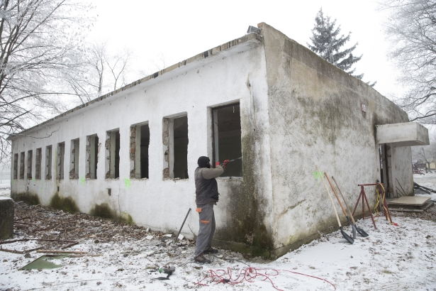 A régi épület tavaszra megújul és funkciót is kap (Fotó: Rosta Tibor)