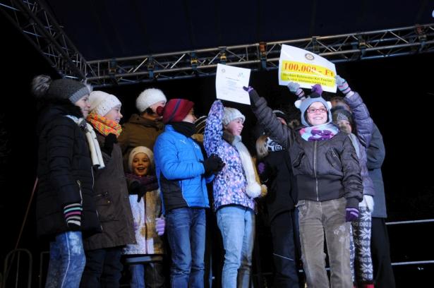 Az egyik boldog győztes osztály (klikk a képre) Fotó: Kecskeméti Krisztina