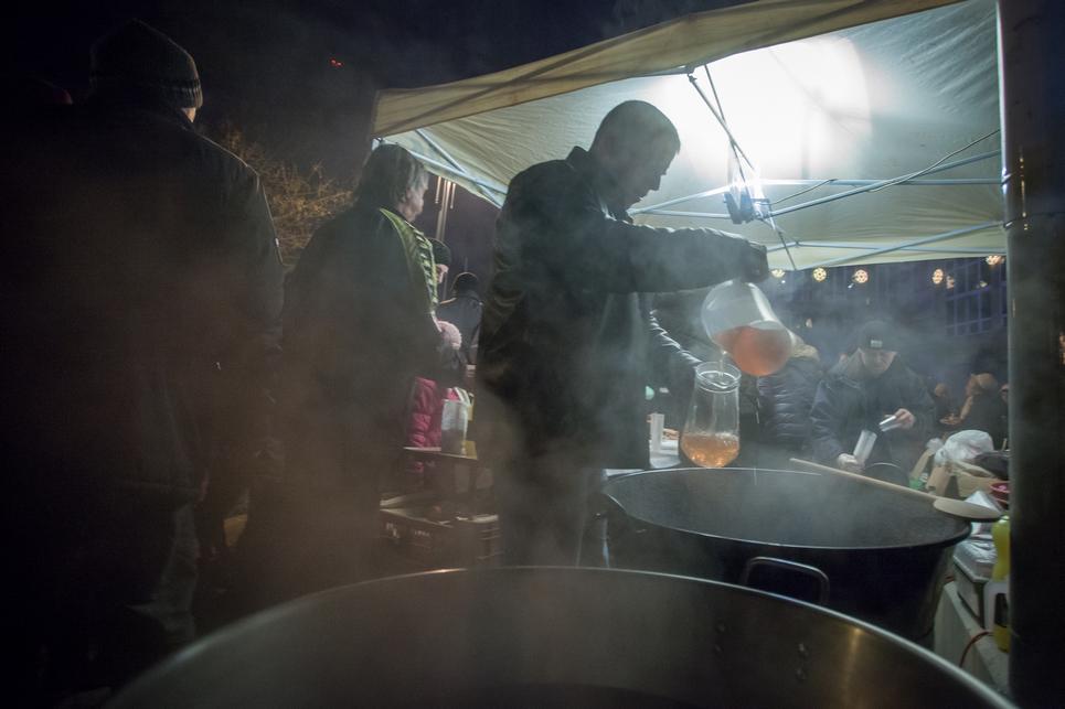 A Rotary Club Orosháza idén is kínálta fűszeres forralt borát (Fotó: Palotás Rajmund)