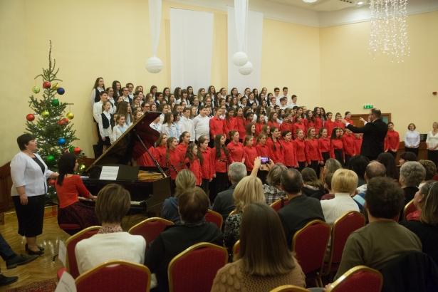 Minden énekes a színpadon - a fináléban áradt az ének (klikk a képre) Fotó: Rosta Tibor