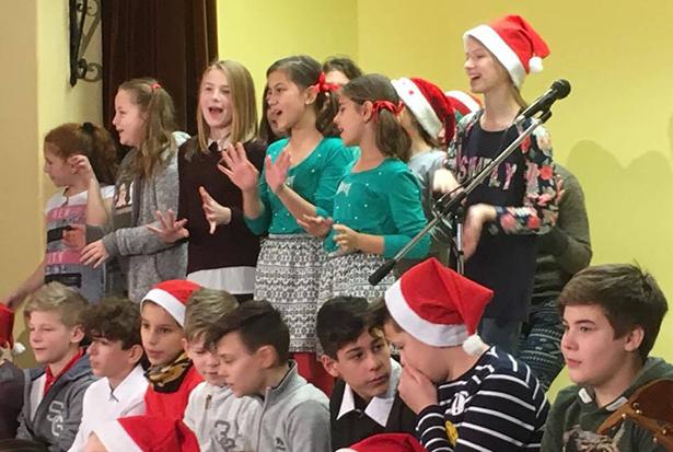 Karácsonyi műsorral zárult az idei utolsó tanítási nap a Táncsics gimnáziumban (Fotó: iskola)