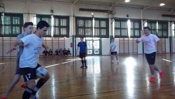 Reggeltől estig pattogott a labda a gimi sportcsarnokában (Fotó: Betkó Tamás)