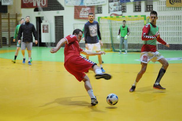 2017 első edzésén focival hangolódtak az előttük álló keményebb feladatokra (Fotó: Kecskeméti Krisztina)