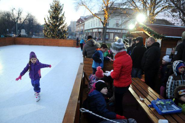 Január 8-ig még lehet használni a korcsolyapályát (Fotó: Kecskeméti Krisztina)