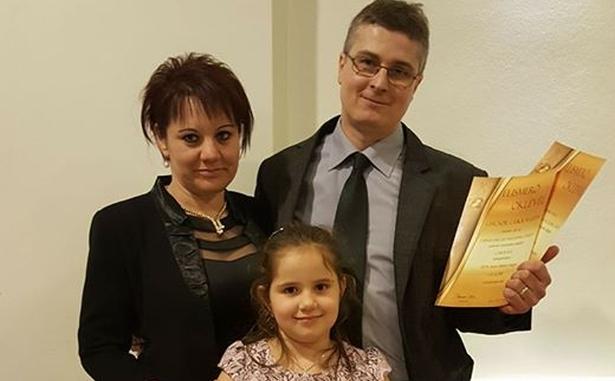 Ficsor Zoltán és családja a díjátadón (Fotó: család)