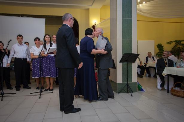 A Vadvirág bálon tavaly Vadvirág díjjal köszönték meg Süli Pálnak fáradhatatlan segítőkészségét (archív fotó: Palotás Rajmund)
