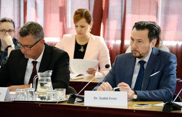 Dr. Szabó Ervin: a média körüli helyzet átláthatatlan (klikk a képre) Fotó: Rajki Judit