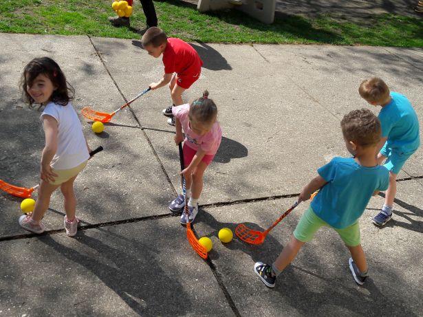 A floorballal is megismerkedhetnek a gyerekek (Fotó: óvoda)