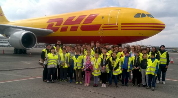 Ezt a repülőt is láthatták a tanulók leszállás és tankolás közben (Fotó: iskola)