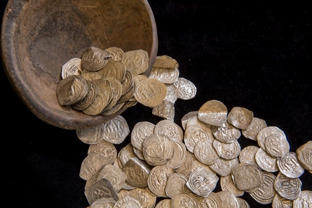 A kincs magját, egy Árpád-kori edény maradványait is megtalálták a régészek (Fotó: Rosta Tibor)