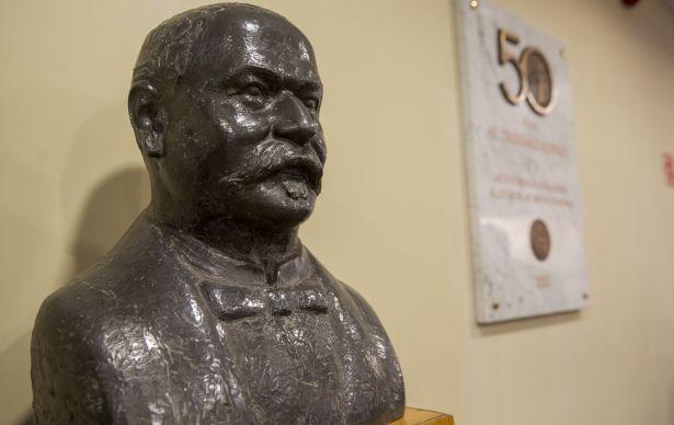 A kórház vezetésének régi vágya, hogy tisztelegjen az első tudós orosházi orvos, dr. László Elek emléke előtt (Fotó: Rosta Tibor)