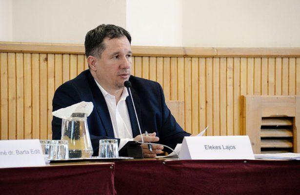 Elekes Lajos alpolgármester kiemeli, a közbeszerzési szabályok betartásával dolgoznak klikk a képre (Fotó: Rajki Judit)