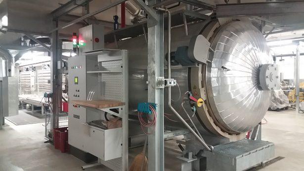 A ContiTech gumivulkanizáló autokláv kazánjaiban gyártott alkatrészeket használja a BMW és a Porsche gyár is (Fotó: Kazszer)