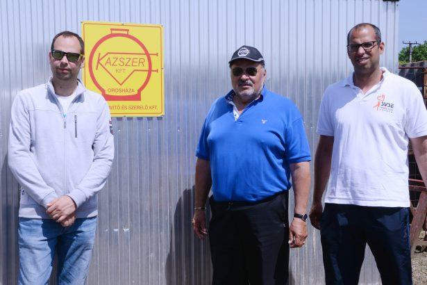 Péter (balra) a cég élén, testvére, Zoltán (jobbra) a sportban lépett apja nyomdokába (Fotó: Kecskeméti Krisztina)