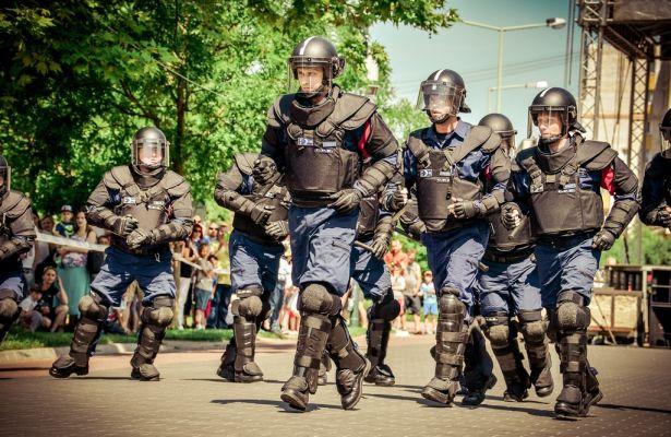 Akcióban a készenléti rendőrség (klikk a képre): Fotók: Rajki Judit, Melega Krisztián