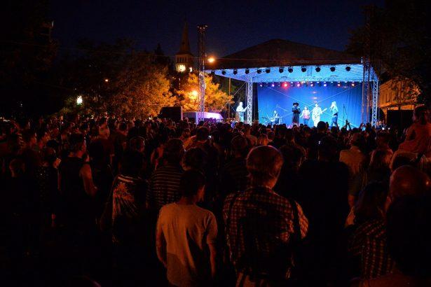 Tóth Gabi koncertjére rengetegen voltak kíváncsiak (klikk a képre) Fotó: Rajki Judit