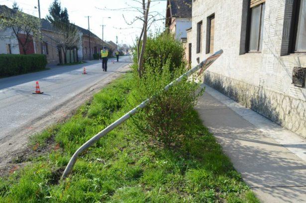 Ittasan vezetett, jelzőtáblát döntött a férfi (Fotó: police.hu)
