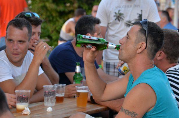 Jól fogyott a sör a melegben (klikk a képre) Fotó: Rajki Judit