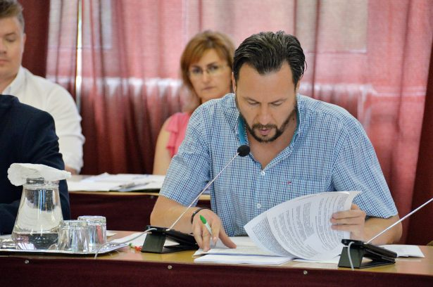 Dr. Szabó Ervin szerint ügyvédi irodát kellene váltania a városnak (klikk a képre) Fotó: Rajki Judit