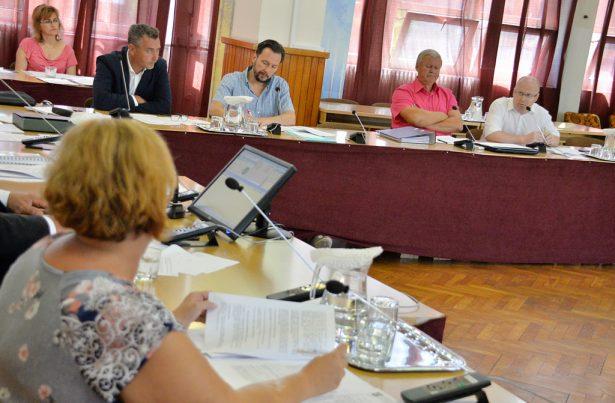 Fejes Róbertné alpolgármester válaszolt az ellenzéknek (klikk a képre) Fotó Rajki Judit