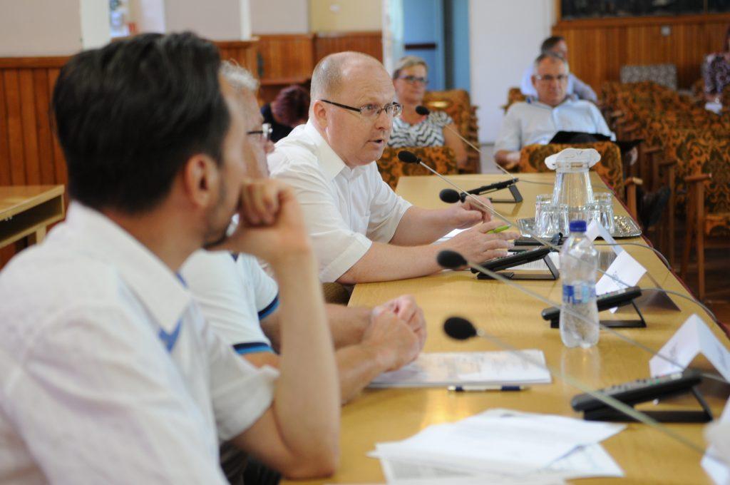 Füvesi Sándor kérdezett az ülésen (Fotó: Kecskeméti Krisztina)