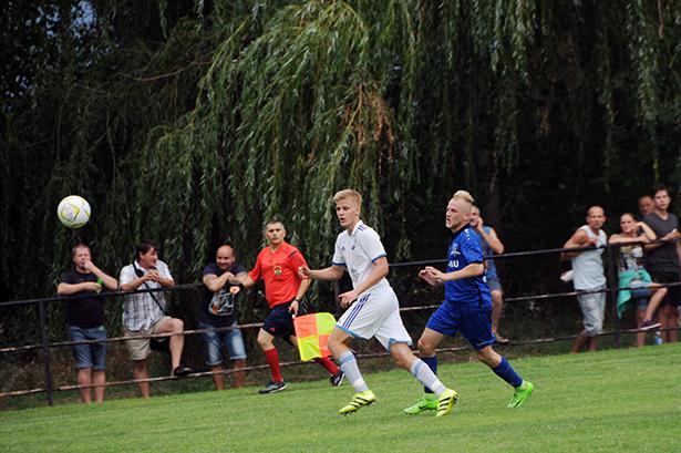 Mazán Norbert (j) és társai is ritkán jutottak a labdához (Fotó: Kecskeméti Krisztina)