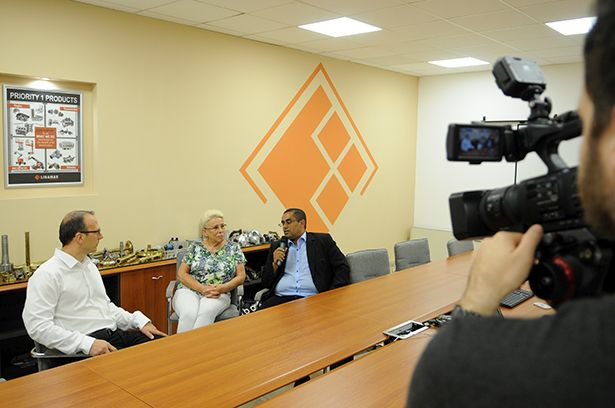 Dr. Abdulrahman Mohamed (j), a kuratórium elnöke, dr. Fodor Zsuzsanna kuratóriumi tag és Parászka Tibor humánpolitikai igazgató (Fotó: Kecskeméti Krisztina)