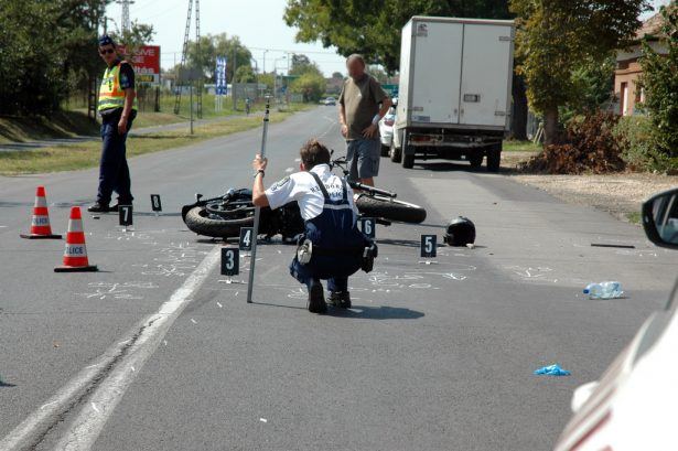 Félpályás útzár mellett dolgoztak a rendőrök (klikk a képre) Fotó: Kecskeméti Krisztina