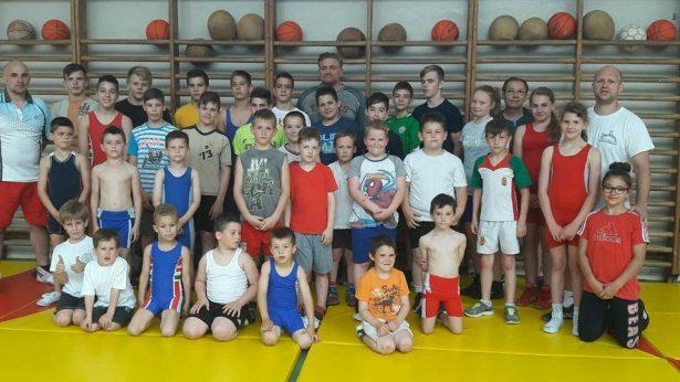 Az Orosházi Birkozó Egyesület sportolói és edzői (Fotó: egyesület)